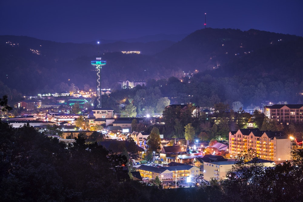 downtown-Gatlinburg-at-night.jpg