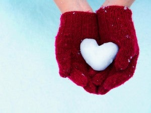 red-gloves-holding-snow-heart-300x225.jpg