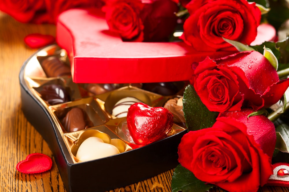 Heart-shaped-box-of-chocolates-with-red-roses-to-celebrate-Valentines-Day-in-Gatlinburg-TN.jpg